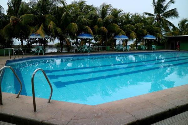 Feliz-Resort-pool