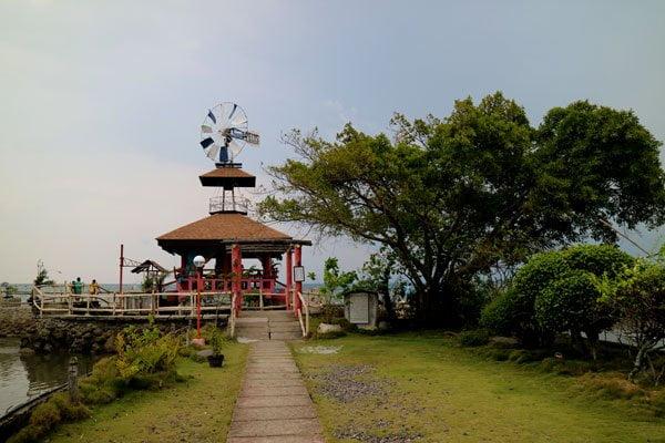 Feliz-Resort-windmill