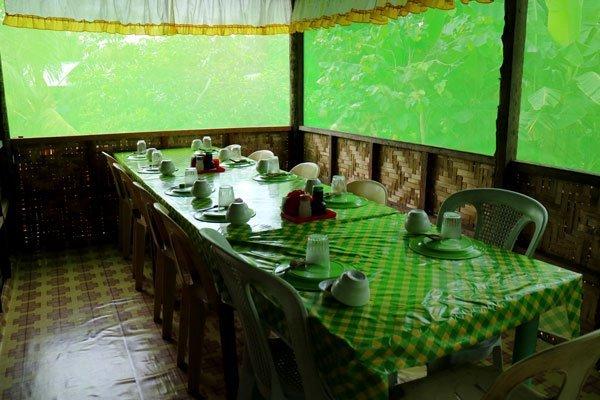 Golden-Egg-Restaurant-dining-room