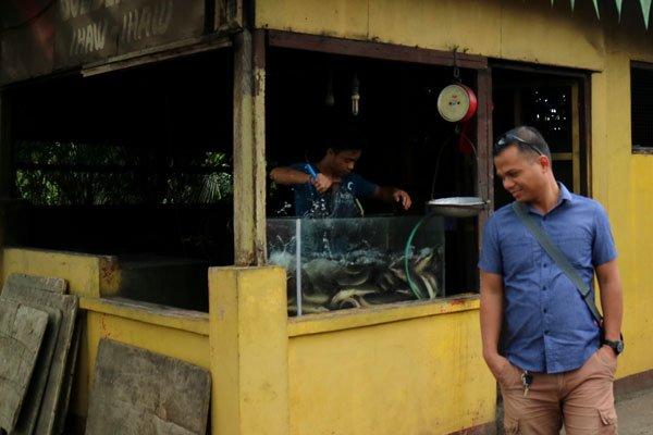 Golden-Egg-Restaurant-live-catfish-aquarium