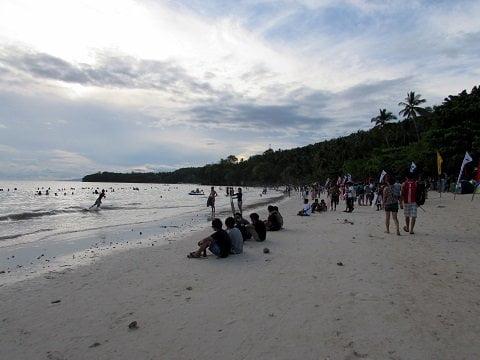 FAMILIAR. Gumasa looked a lot like my favorite beach in the world: White Beach, Boracay Island.