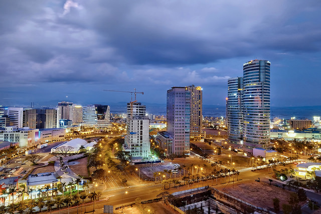 Metro Manila at night © digitalpimp. on Flickr (CC, BY-ND)