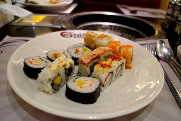 Yakimix-Buffet-sushi-rolls