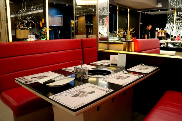 Yakimix-Buffet-dining-table