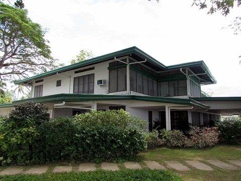 Lanikai-american-colonial-house