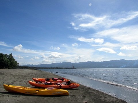 beach-with-kayak