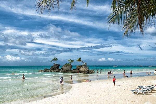 Boracay-Island-Willys-Rock