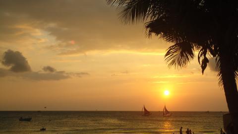 golden sky of a Boracay sunset
