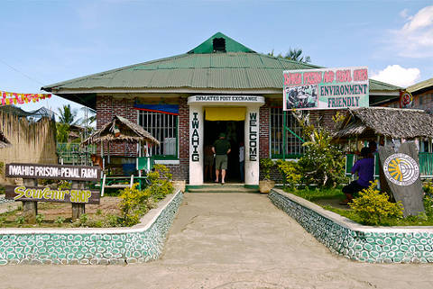 Shopping at the Iwahig Prisona and Penal Farm Souvenir Shop in Puerto Princesa, Philippines.
