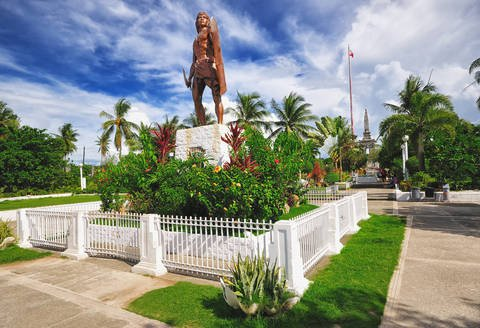 Shrine to chieftan Lapu-Lapu in park in Cebu City.
