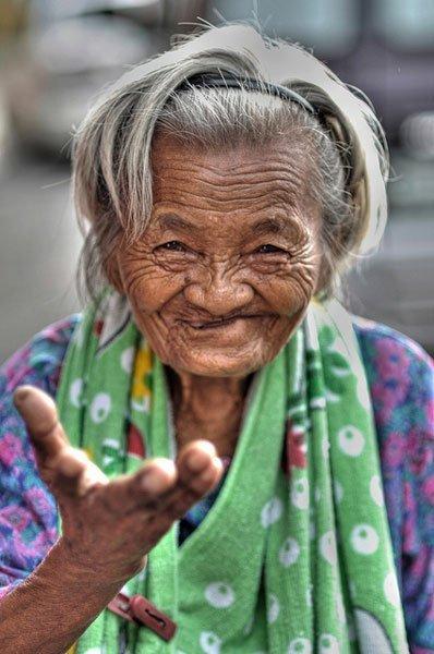 smiling-Filipina-woman